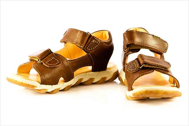 Sandaler til børn: Hvordan finder man de bedste?